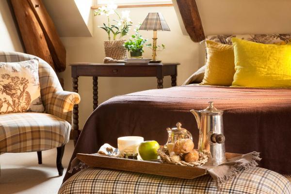 L'hôtel de France vous propose de découvrir ses chambres de la single à la suite familiale, un séjour unique à Angerville en Essonne (91)